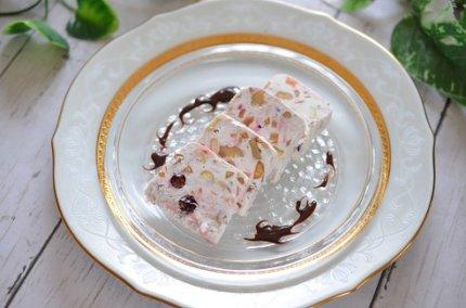 リコッタチーズで簡単アイス!ナッツたっぷり「カッサータ」