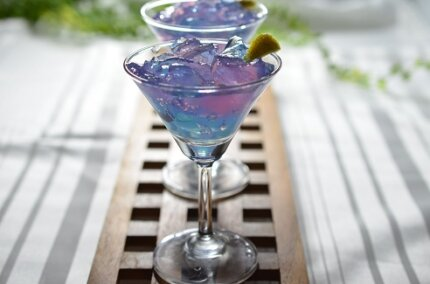 バタフライピーの青いキラキラゼリー。寒天で作る簡単レシピ!